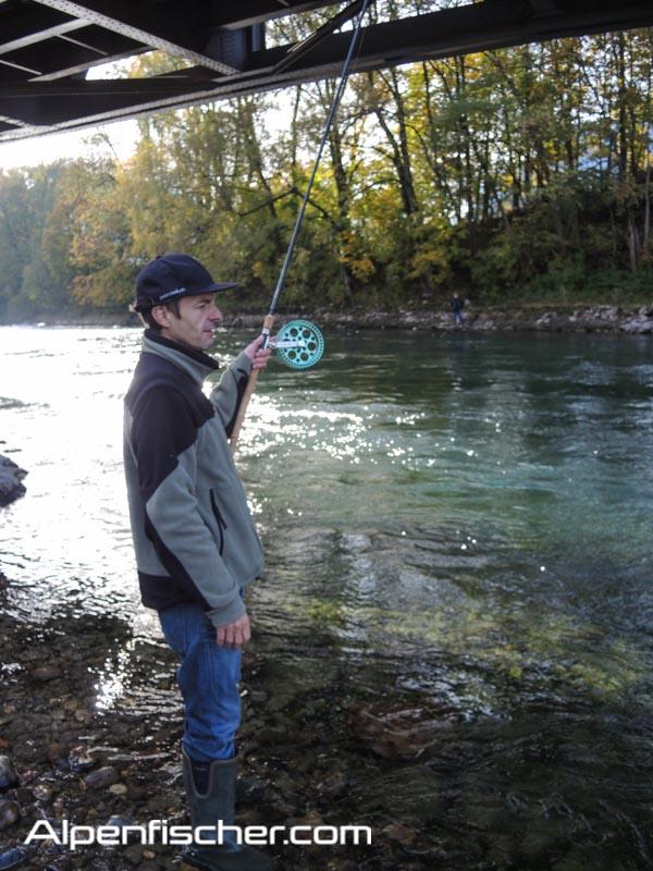 Naturköder auf Aeschen fischen, Alpenfischer, fischen, angeln, Flussfischen auf Äschen, Laufrolle KST