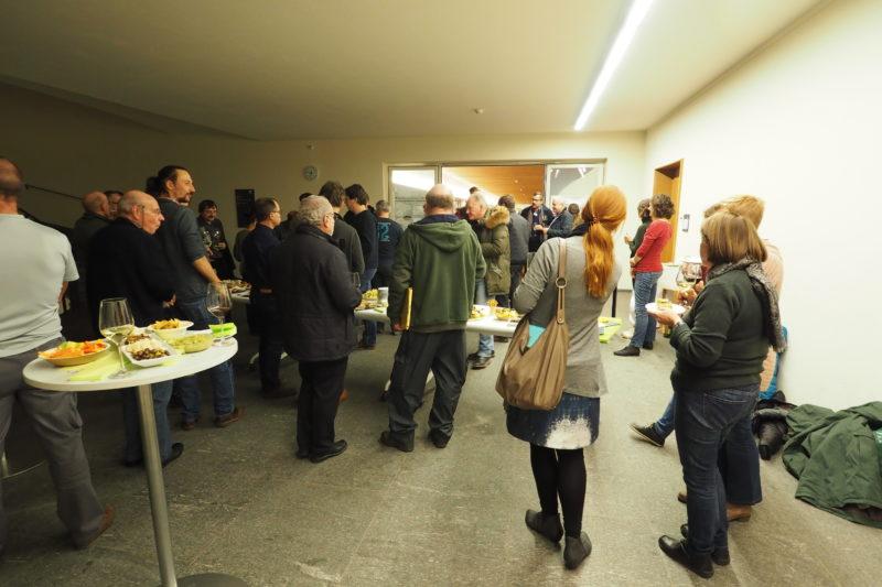 Gute Stimmung und Gespräche beim anschliessenden Apéro mit frisch frittierten Schwarzmeergrundeln!